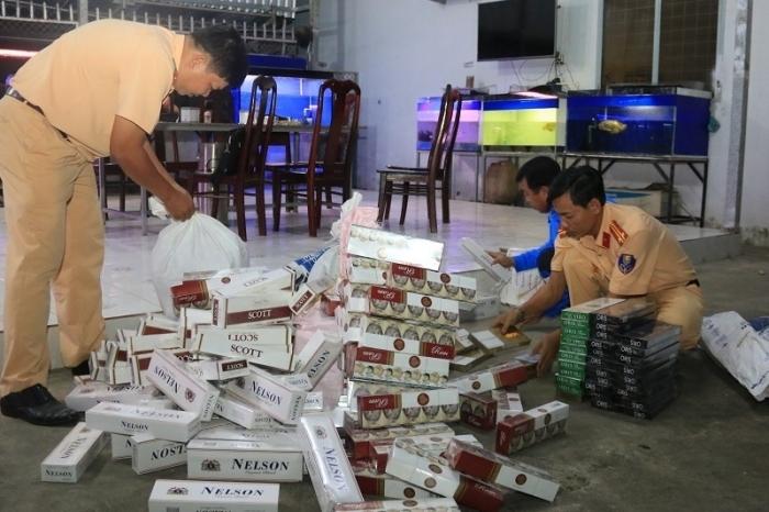 Kiểm tra tàu khách, phát hiện hàng nghìn bao thuốc lá lậu