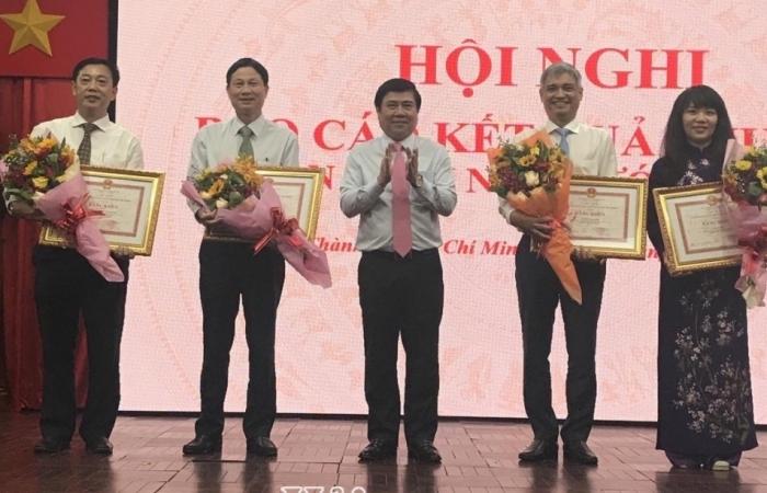 Chủ tịch UBND TPHCM Nguyễn Thành Phong biểu dương Cục Hải quan TPHCM