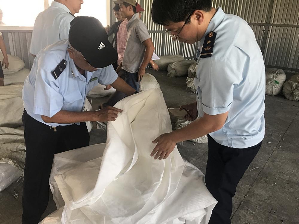 Hàng giả mạo xuất xứ do Hải quan TPHCM bắt giữ tại cảng Cát Lái ngày 3/1/2020. Ảnh: T.H