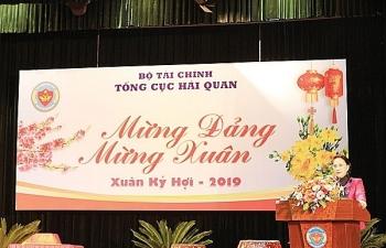 Chủ tịch Quốc hội Nguyễn Thị Kim Ngân chúc Tết, kiểm tra công tác tại Tổng cục Hải quan