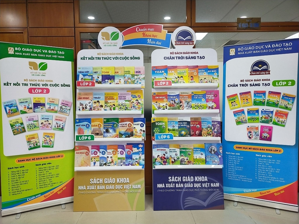 Nhà xuất bản Giáo dục Việt Nam là một trong những đơn vị cung cấp sách giáo khoa lớp 2 và lớp 6 năm học 2021-2021. Ảnh: Thương Nguyễn