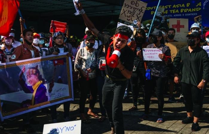Myanmar chìm trong khủng hoảng