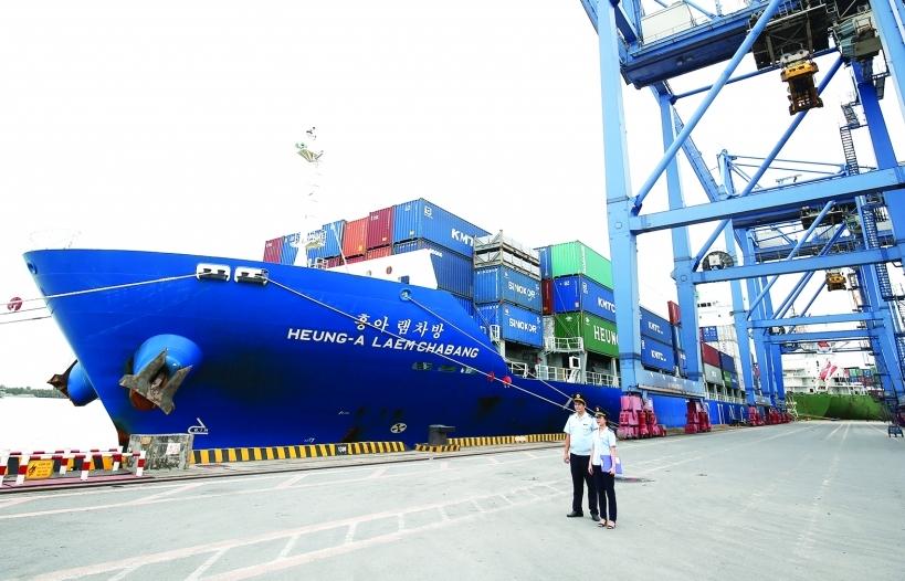 Xuất khẩu đường biển: Cách nào tăng tính chủ động?