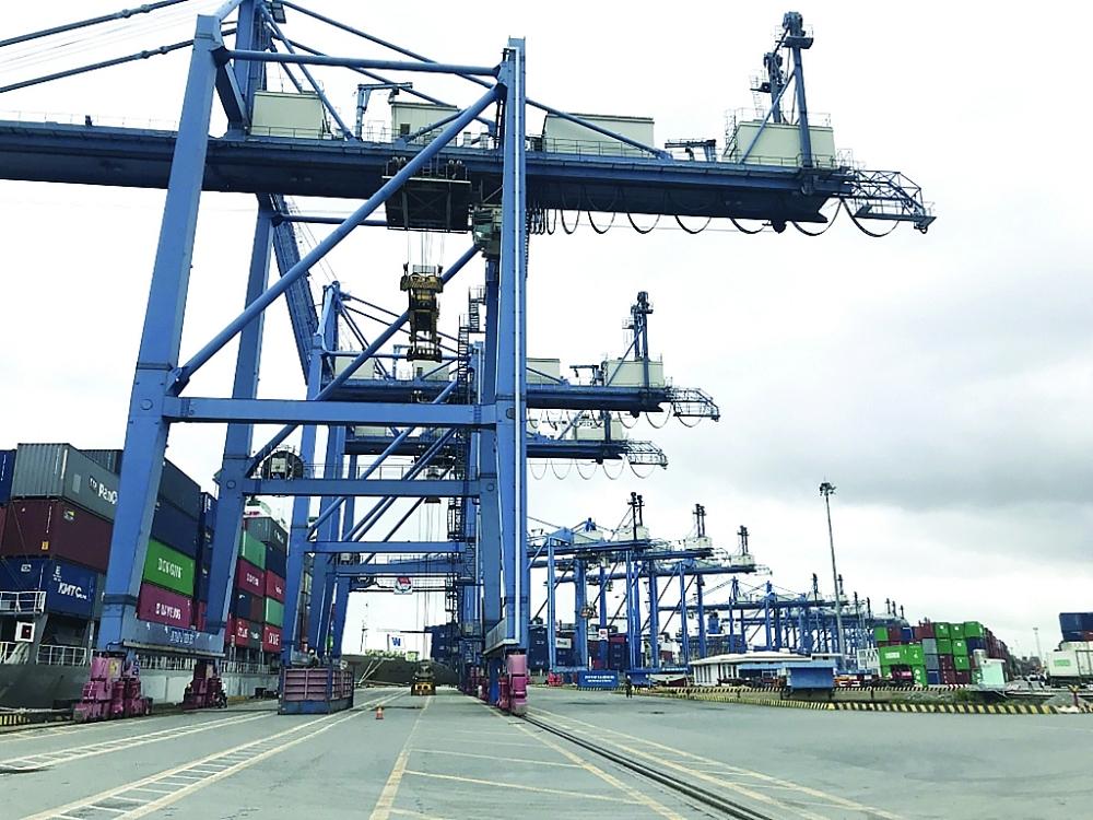 Hàng hóa XK của TPHCM qua cảng Cát Lái ngày một tăng. Ảnh: T.H