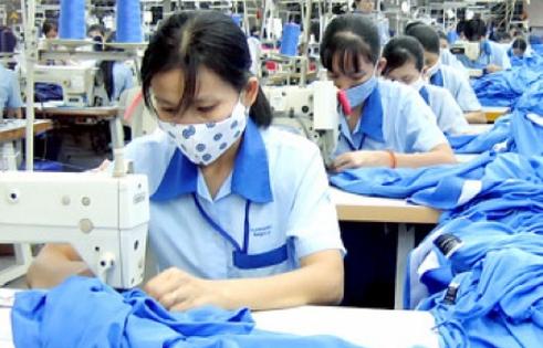 Doanh nghiệp vừa sản xuất, vừa chống dịch