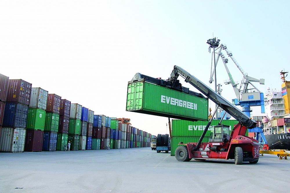 Kim ngạch xuất nhập khẩu tăng ấn tượng những tháng đầu năm.  Ảnh: T.Bình