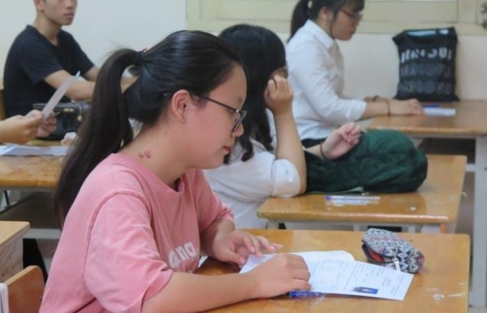 Phương án nào cho kỳ thi THPT và tuyển sinh đại học khi có học sinh là F0, F1?