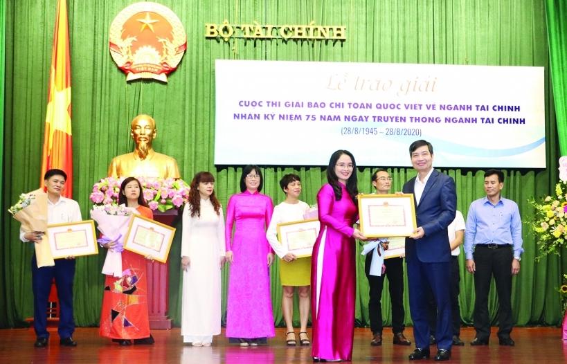 Báo Hải quan đạt nhiều giải quan trọng tại Cuộc thi báo chí toàn quốc viết về ngành Tài chính