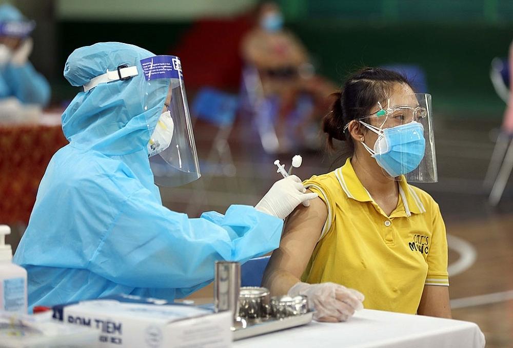 Tiêm vắc xin Covid-19 tại TPHCM.
