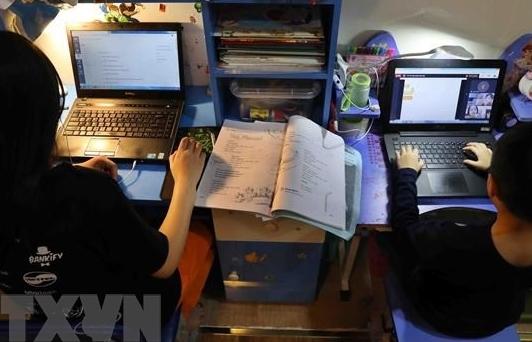Vượt trở ngại dạy, học online