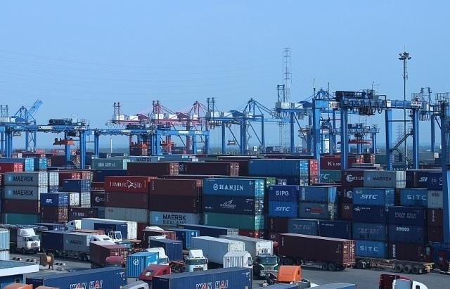 Tìm chủ của hơn 100 container hàng bị