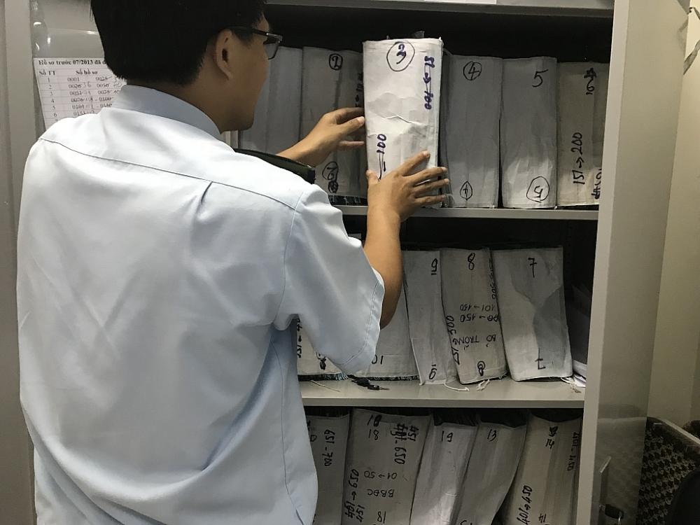 Hồ sơ nợ thuế quá hạn tại Hải quan TPHCM. Ảnh: T.H