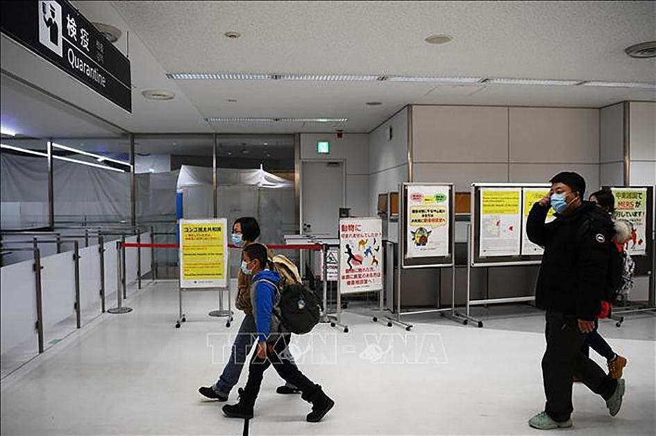 Hành khách tới khu vực kiểm dịch tại sân bay