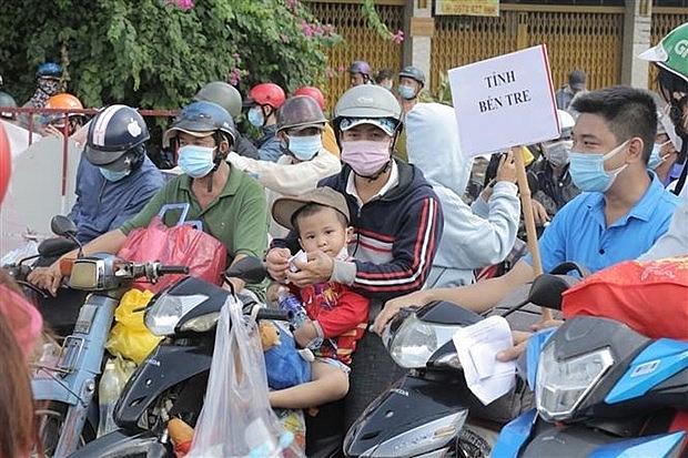 Người dân các tỉnh miền Tây rời Thành phố Hồ Chí Minh về quê, ngày 1/10/2021. Ảnh: TTXVN