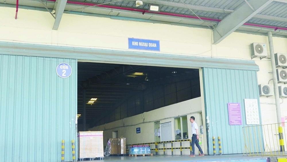Kho ngoại quan tại Khu công nghiệp Bắc Thăng Long (Hà Nội). Ảnh: N.Linh