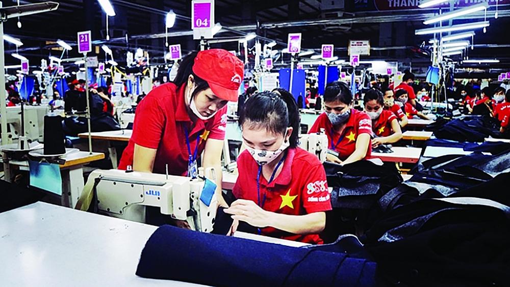 Năm 2020 là lần đầu tiên kim ngạch XK của ngành dệt may giảm sau 25 năm tăng trưởng liên tục. Ảnh: N.Thanh
