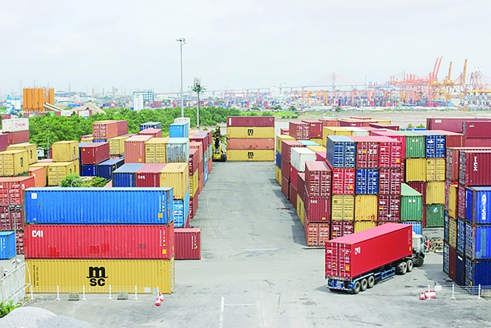 Hàng hóa XNK tại cảng Hải Phòng. Ảnh: N.Linh