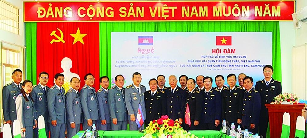 Cục Hải quan Đồng Tháp hợp tác với Hải quan Campuchia.