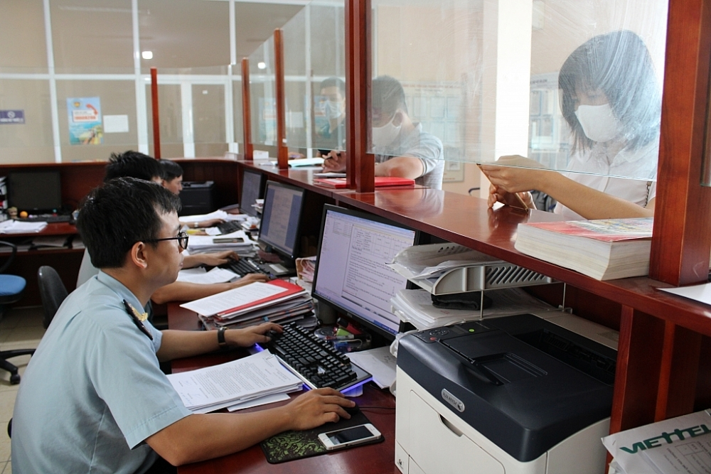 Hoạt động nghiệp vụ tại Chi cục Hải quan Hà Nam (Cục Hải quan Hà Nam Ninh).Ảnh: H.Nụ