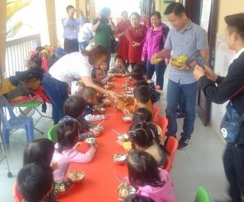 Central Group Việt Nam: Tặng chuối cho 4.400 trẻ em ở huyện A Lưới