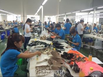 Giảm đơn hàng xuất khẩu sang Mỹ và EU: Doanh nghiệp da giày lo không nuôi nổi công nhân
