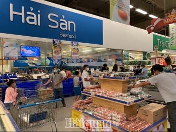 TPHCM: Khách tới siêu thị tăng mạnh, hàng hoá vẫn dồi dào