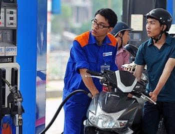 Giá xăng tăng mạnh gần 1.000 đồng/lít