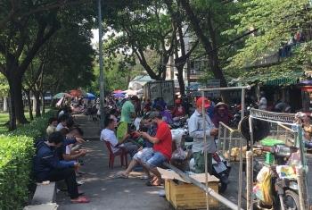 TPHCM: Nhiều điểm công cộng vẫn tập trung đông người trong cao điểm phòng chống dịch