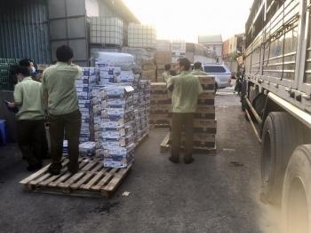 TPHCM: Liên tục phát hiện các kho chứa hàng nhập lậu