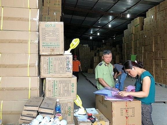 Tập trung triệt phá các kho chứa chấp hàng lậu tại TPHCM