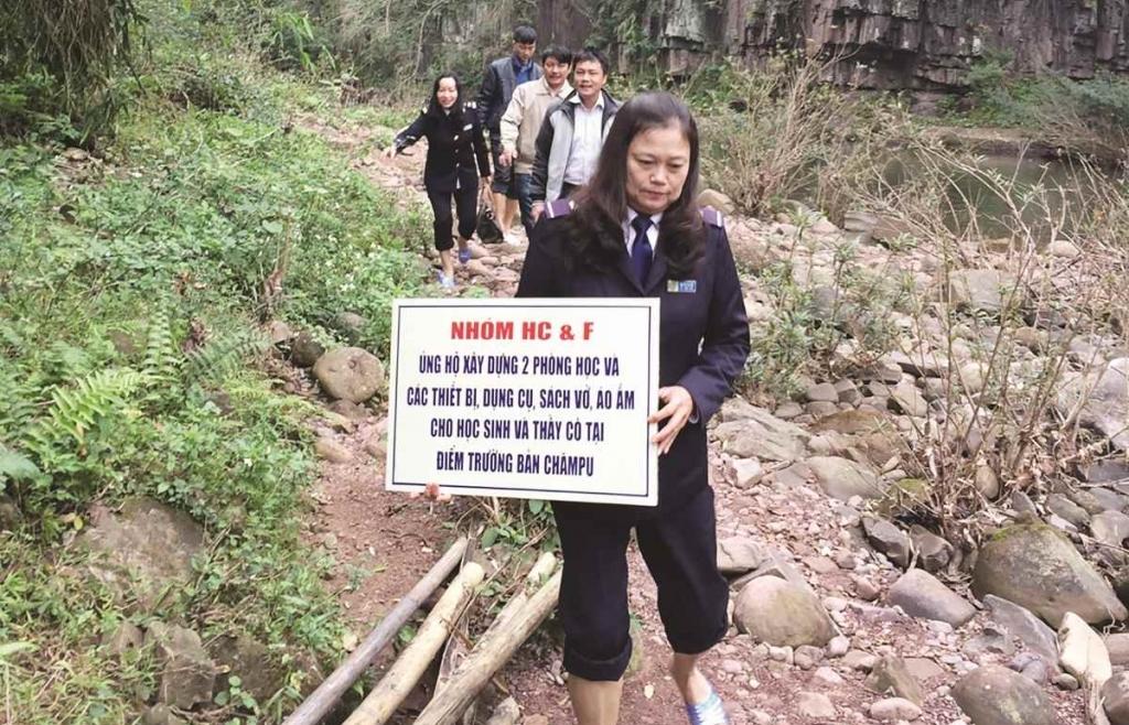 Chuyện cảm động giữa núi rừng đại ngàn
