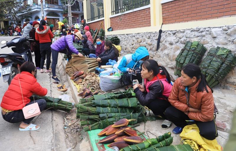 Rộn ràng phiên chợ Bình Liêu ngày cuối năm