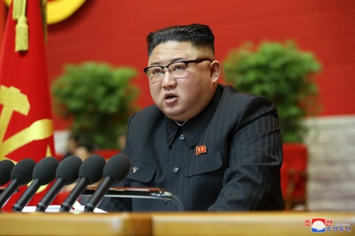 Chủ tịch Đảng Lao động Triều Tiên, Chủ tịch Ủy ban Quốc vụ Cộng hòa DCND Triều Tiên, nhà lãnh đạo Kim Jong-un đọc báo cáo khai mạc Đại hội lần thứ 8 đảng Lao động Triều Tiên. Ảnh: KCNA