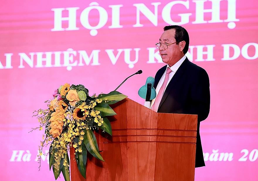 Đồng chí Tiết Văn Thành - Thành viên HĐTV, Tổng Giám đốc Agribank báo cáo kết quả tại hội nghị.