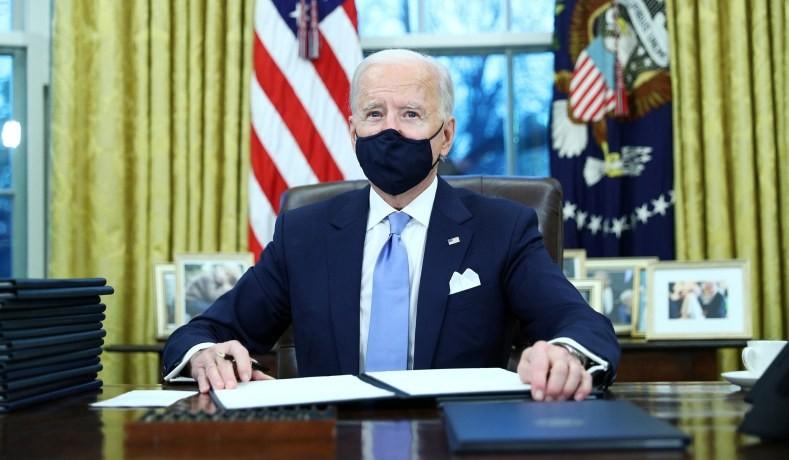 Tân Tổng thống Mỹ ký 15 sắc lệnh hành pháp đảo ngược chính sách của người tiền nhiệm