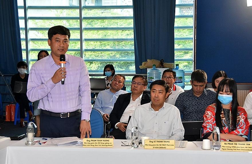 Ông Phạm Toàn Vượng, Phó Tổng giám đốc Agribank phát biểu tại buổi tọa đàm.