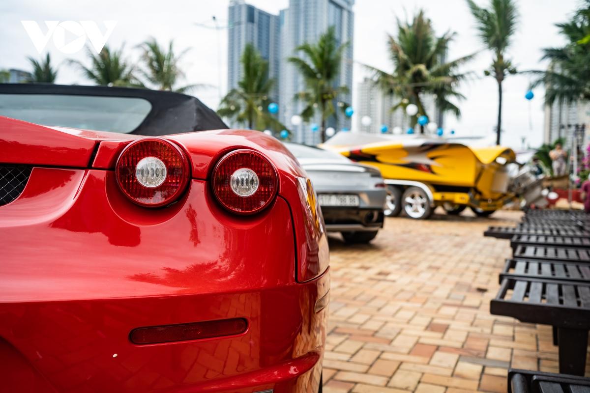 Bộ ba siêu xe hàng hiếm khoe dáng cùng du thuyền cao tốc tại Sài Gòn