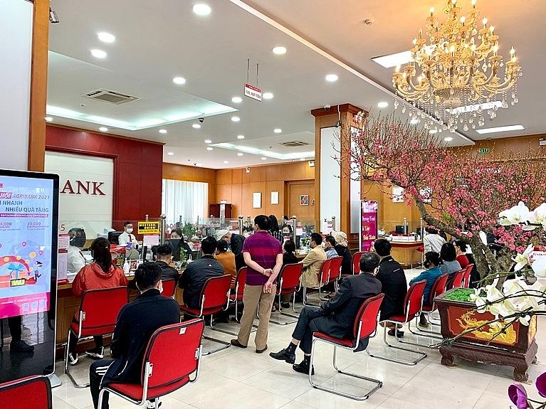 Không khí nhộn nhịp trong ngày làm việc đầu tiên tại Agribank Bắc Giang.