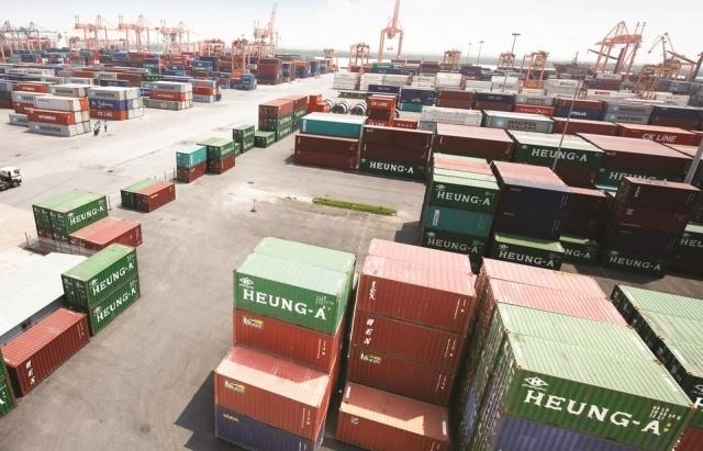 """Tiếp tục """"đóng băng"""" nền kinh tế, thiệt hại xuất khẩu rất lớn"""