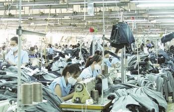 Lợi thế chi phí mất dần, dệt may, da giày đối diện cạnh tranh lớn
