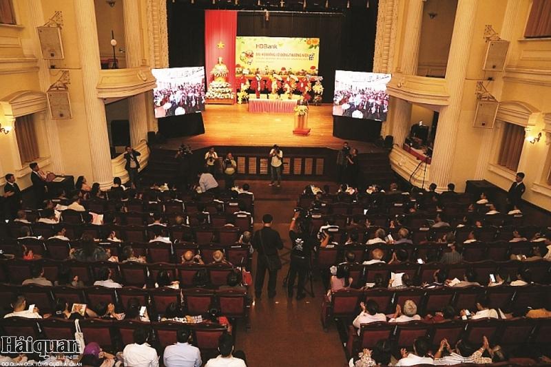 hdbank thong qua phuong an chia co tuc va co phieu thuong 30 103725