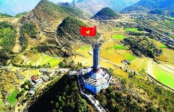 Linh thiêng  cột cờ Lũng Cú