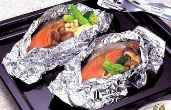 Giấy bạc nướng thực phẩm:  Thức ăn có bị nhiễm kim loại?