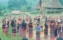 Làng dệt thổ cẩm Công Dồn của người Cơ Tu ở Quảng Nam