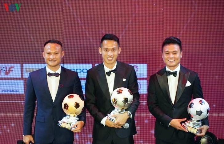 Hà Nội FC thắng lớn ở Qủa bóng vàng 2019 và câu hỏi về tham vọng của HAGL