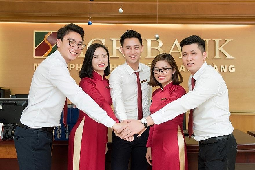 Cán bộ, người lao động Agribank lan tỏa tinh thần thi đua, đoàn kết, đổi mới, sáng tạo, cùng Agribank và ngành Ngân hàng Việt Nam viết tiếp những trang sử hào hùng, vẻ vang.