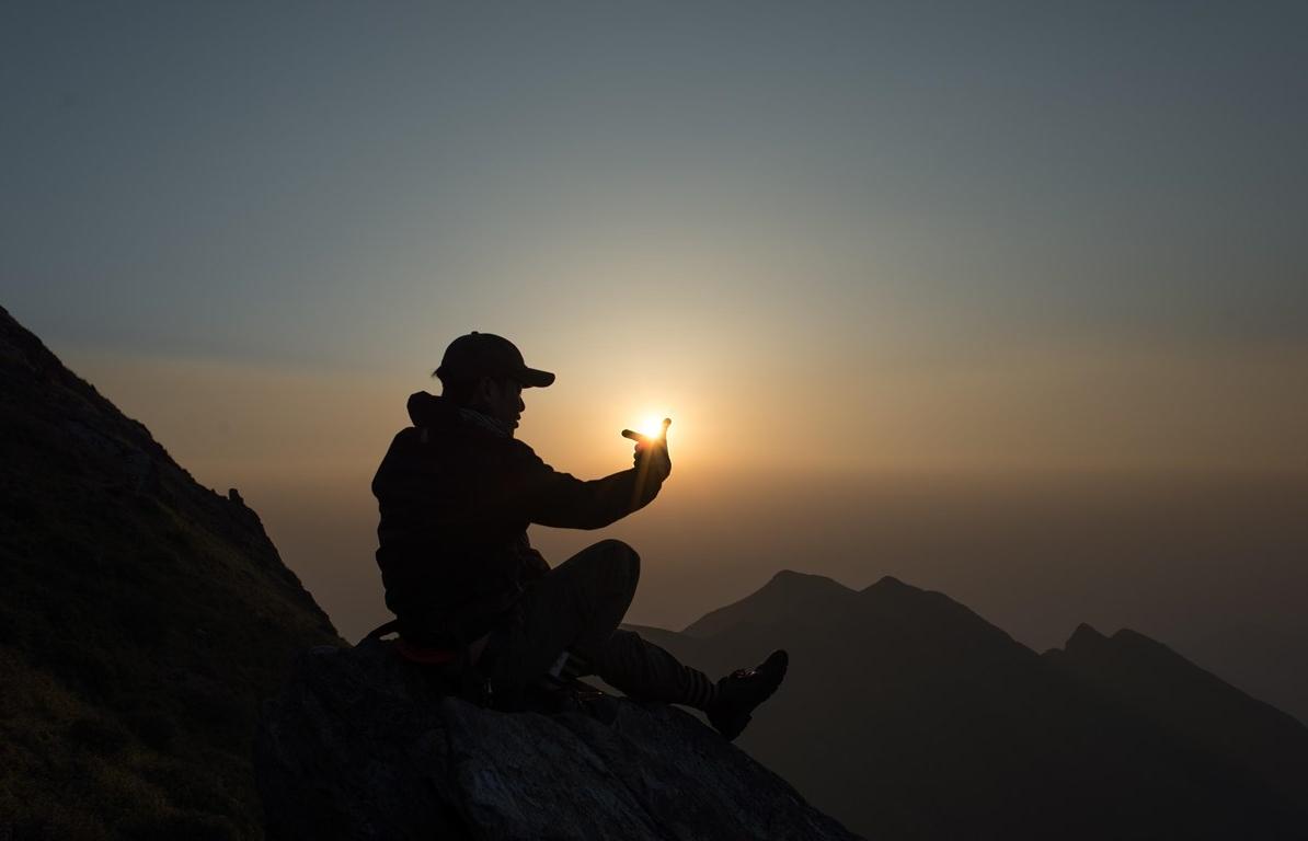Băng qua những sống núi lộng gió mây bay trên đỉnh Tà Chì Nhù