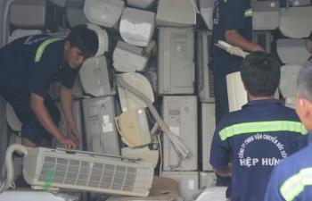 35 container hang dien tu xe may nhap khau bo quen tai cang