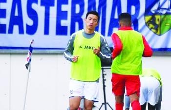 Cầu thủ Việt Nam xuất ngoại: Chịu sức ép lớn từ người hâm mộ