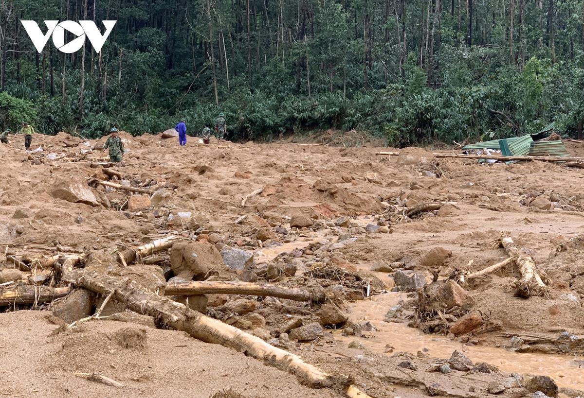 Tìm thấy 7 thi thể cán bộ, chiến sĩ bị vùi lấp ở Trạm Quản lý rừng tiểu khu 67